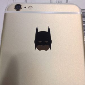 iPhoneのリンゴマークがバットマンに変身!