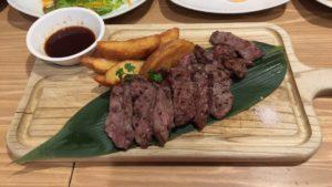 熟成肉のカットステーキ
