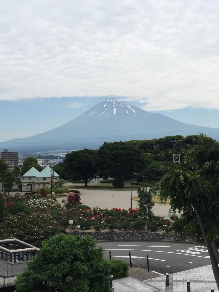 ロゼシアターから見た富士山