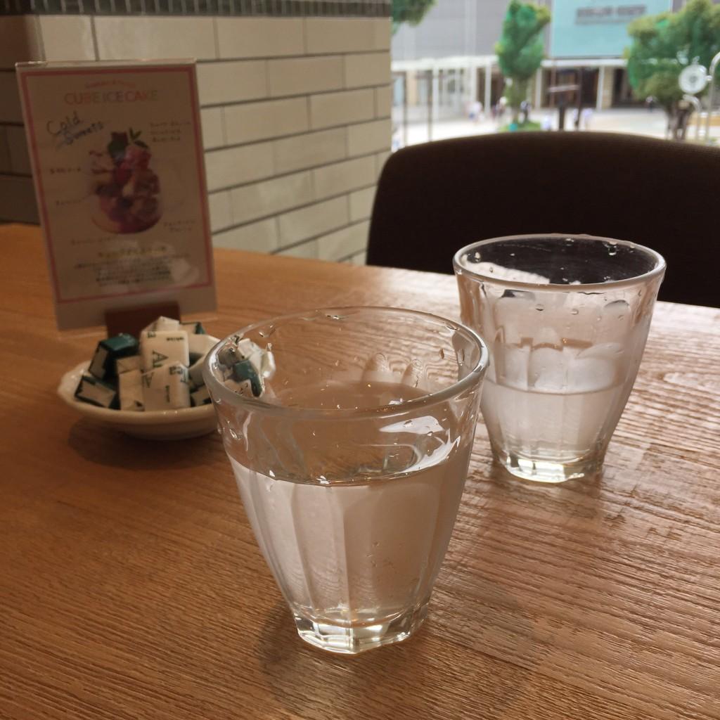 アフタヌーンティールームのグラス