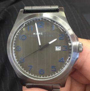 腕時計を買うときは電池交換の手間を確認しましょう