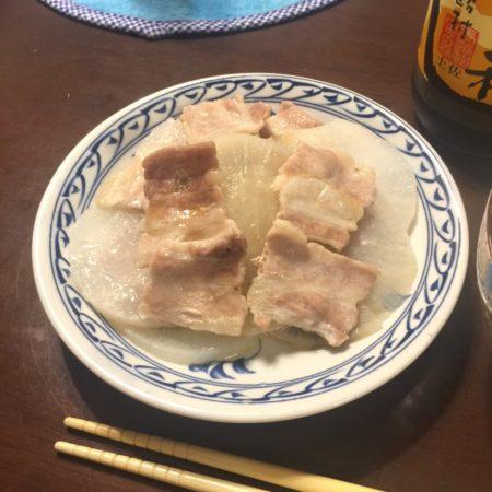 豚バラと大根の蒸し焼き
