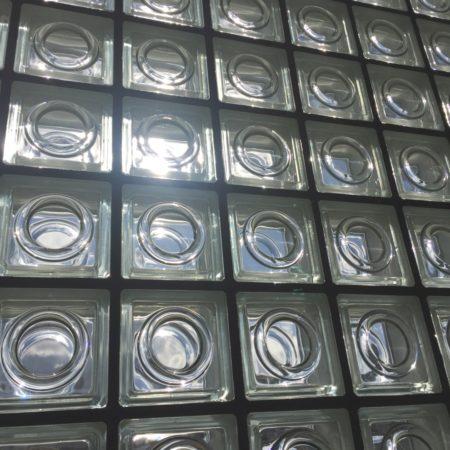 ダイニングのガラス壁