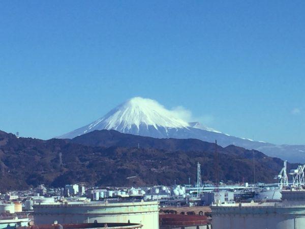 清水港から臨む富士山