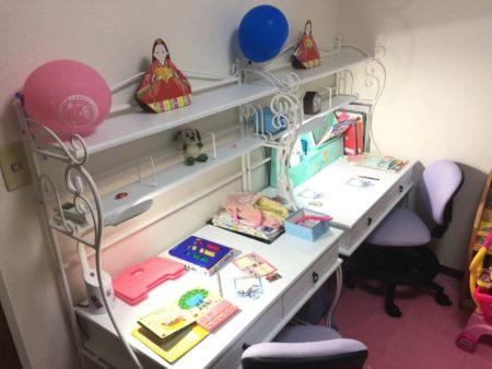 LED電気スタンドを設置した学習机