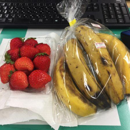 久々にお昼に果物をいただきました